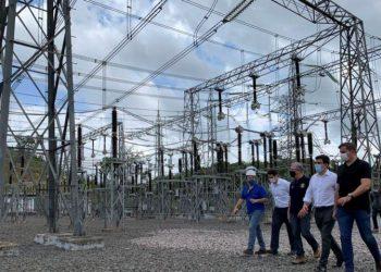 Neste domingo, o Ministro de Minas e Energia, Bento Albuquerque, realizou uma visita técnica à subestação de Laranjal do Jari, no interior do Amapá, da empresa Linhas Macapá de Transporte e Energia, a fim de acompanhar as ações de restabelecimento total da energia no estado.