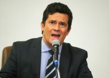 BRASILIA, BRAZIL - APRIL 24:Minister of Justice Sergio Moro speaks during a press conference to announce his resignation after president Bolsonaro dismissed Federal Police Chief Mauricio Valeixoat theJustice Ministry in Brasilia, Brazil, on April 24, 2020 in Brasilia. (Photo by Andressa Anholete/Getty Images)